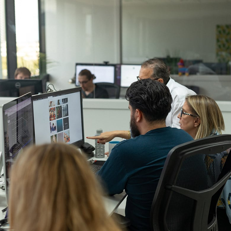absolute-web-miami-team-at-work-4